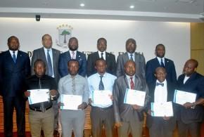 El Excmo. Sr. Ministro de Minas, Industria y Energía hizo entrega de los certificados de la primera fase del curso sobre Sistemas Integrados de Calidad y Gestión de Procesos Industriales.
