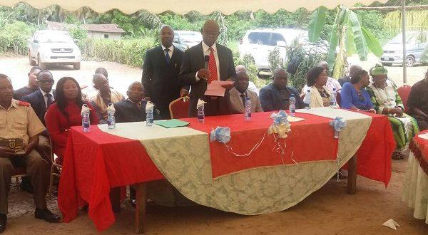 Entrega de una obra social en el poblado de Name – Mbini